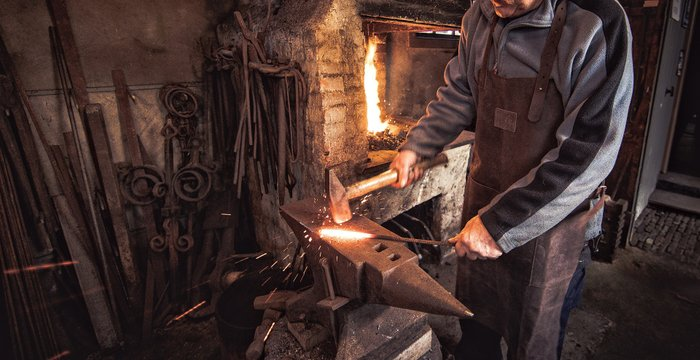 Photographing a Blacksmith at work at the smithy museum!