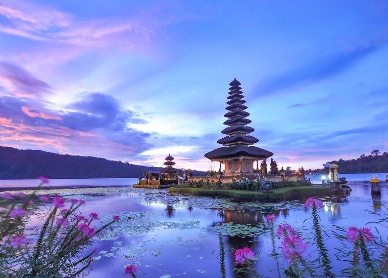 Ulun-Danu-Beratan-in-Bedugul-Bali-Indonesia-.jpg
