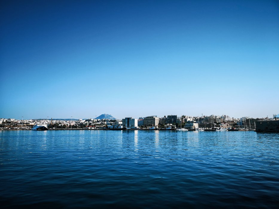 heraklion-harbor-panorama-with-mount-juktas.jpeg