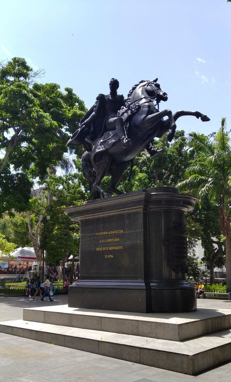 plaza bolivar.jpg