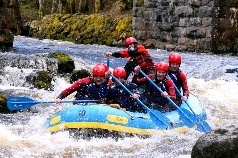whitewater-rafting-6374340_1280.jpg
