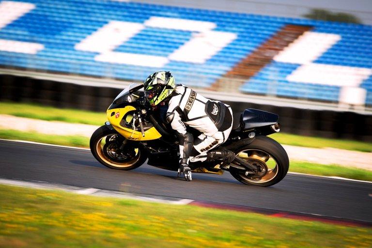 motorcycle-6301219_1280.jpg
