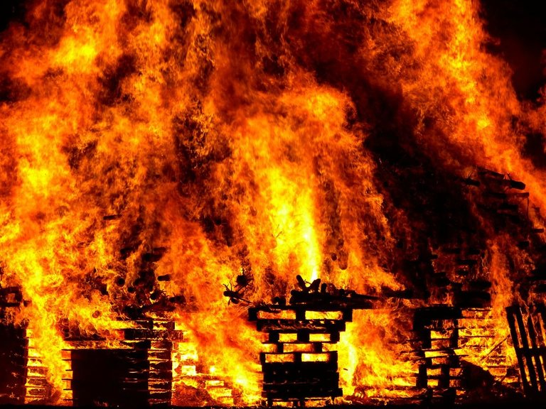fire-298105_1280.jpg