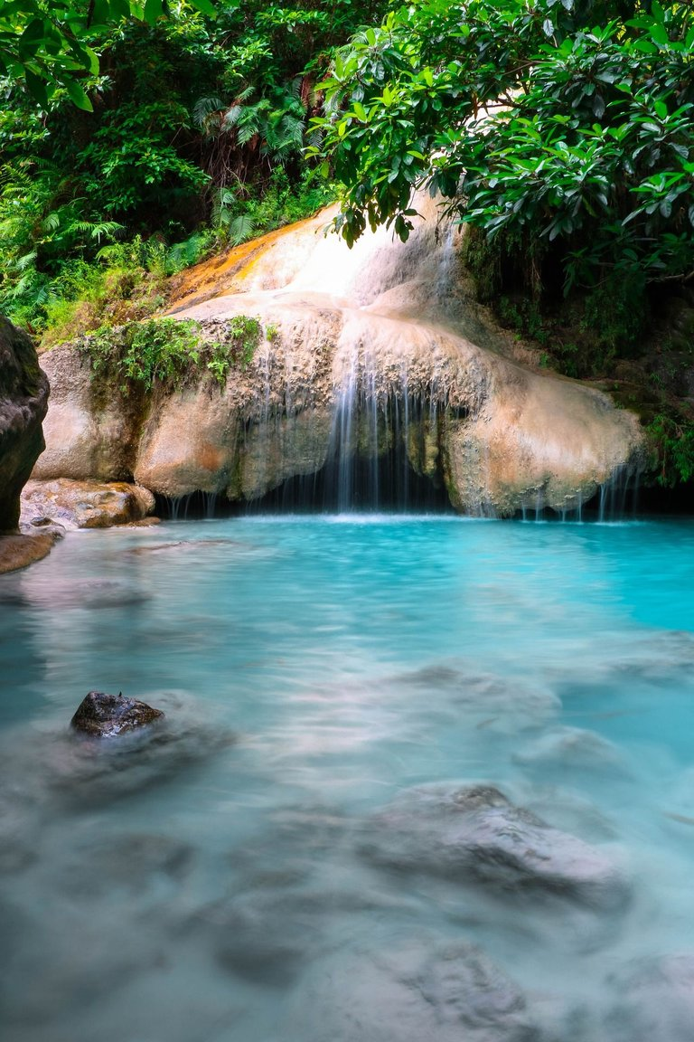 waterfalls-5480758_1920.jpg