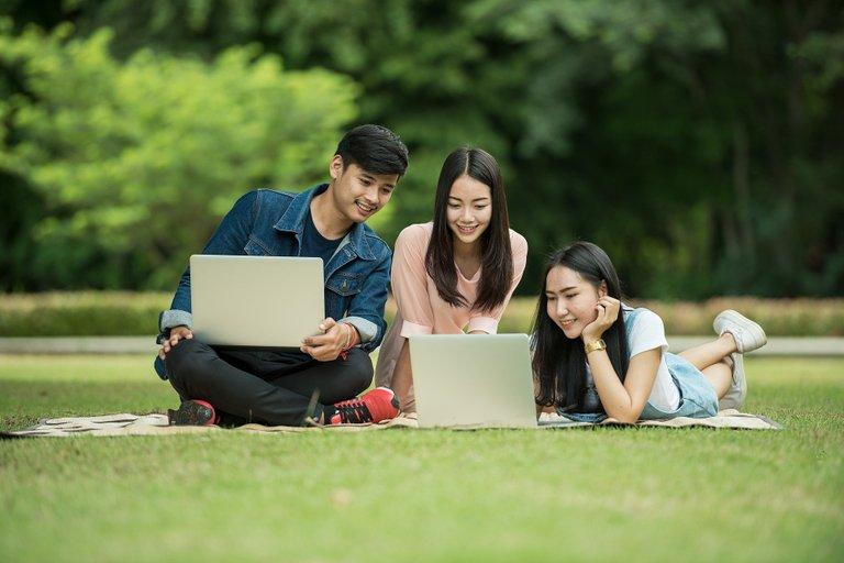 students1807505_1920.jpg