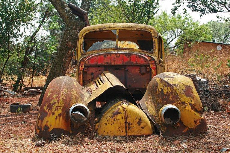 carwreck3183452_1920.jpg