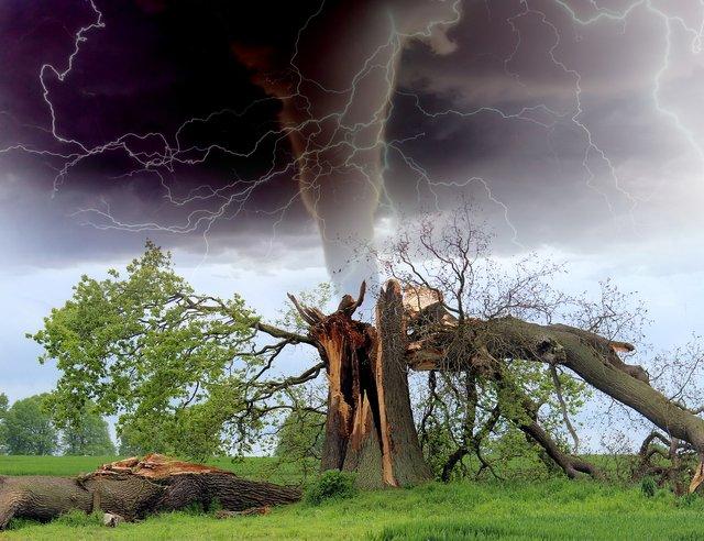 tornado1193184_1920.jpg
