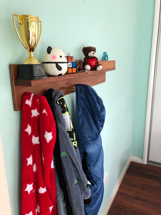 Kid's room coat hanger
