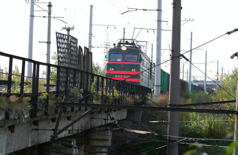wed_7381_train.JPG