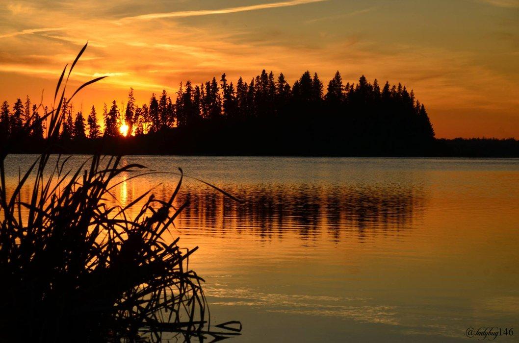 Astotin Lake.jpg