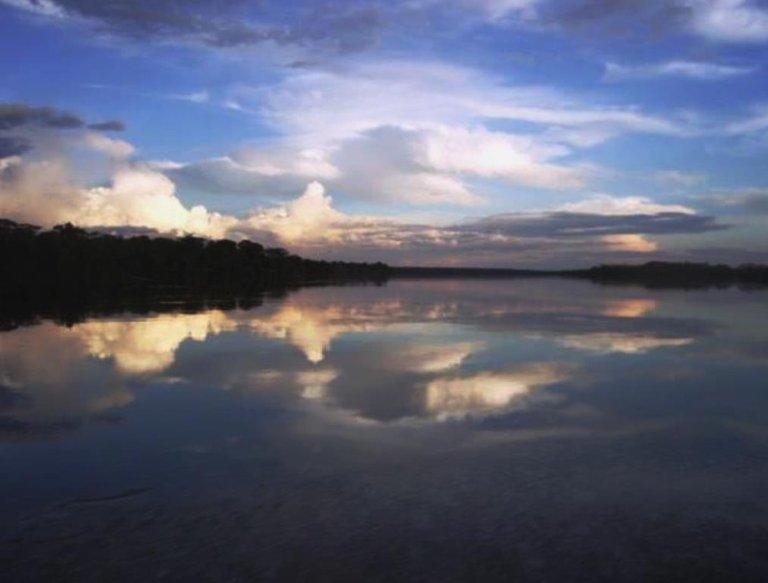 Nubes y reflejo.jpg