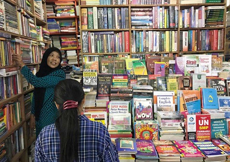 Shopping Books_03.jpg