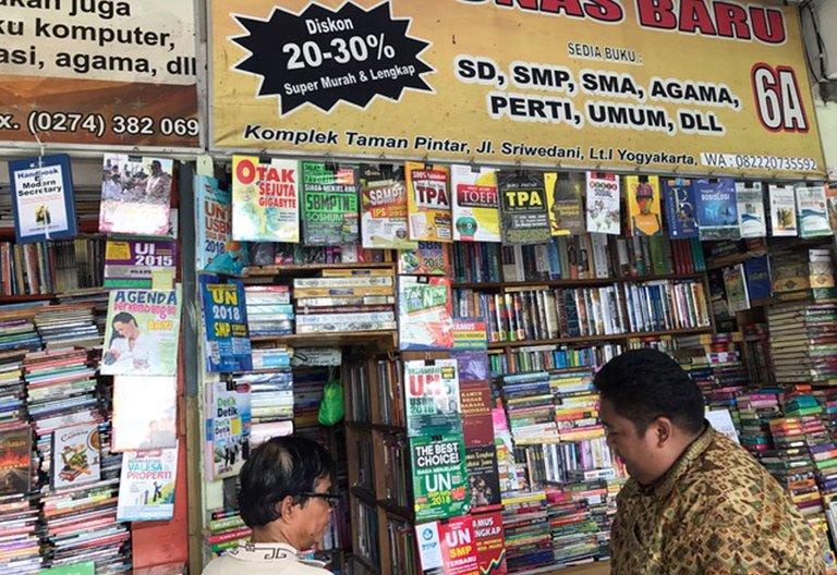 Shopping Books_05.jpg