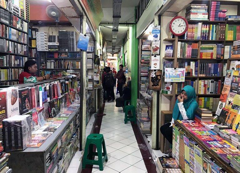 Shopping Books_01.jpg