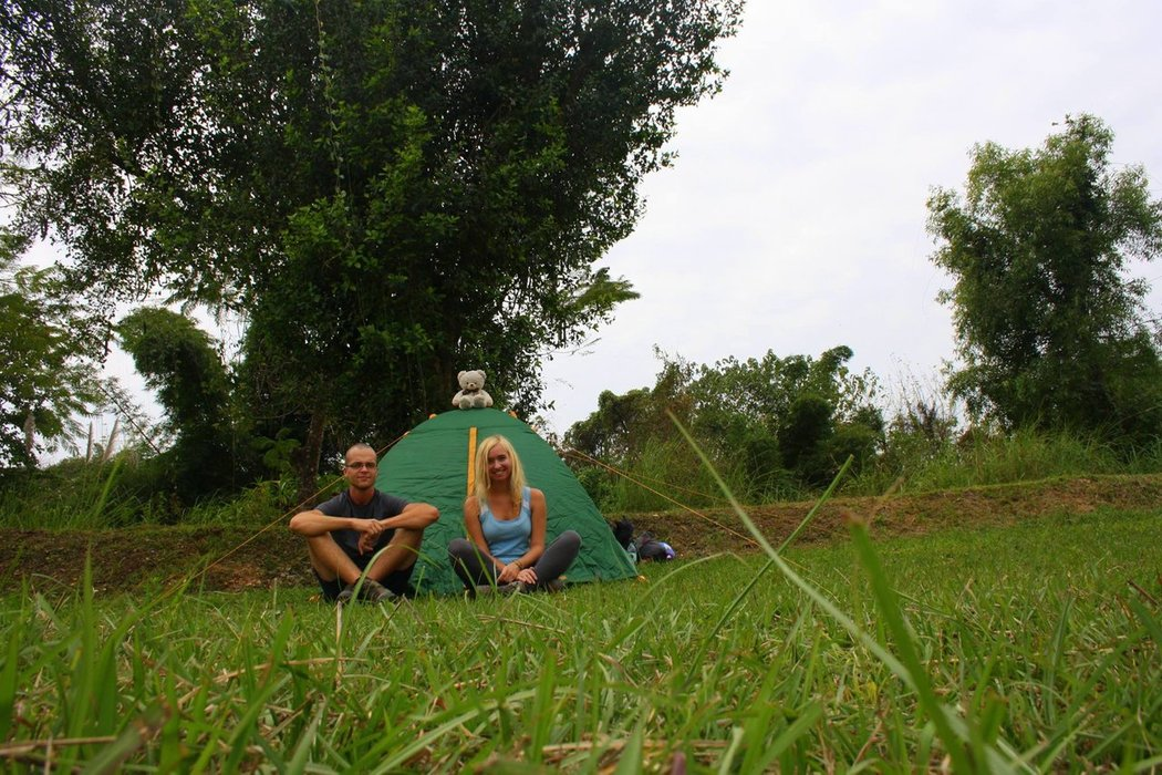 """10.000 Lao kips or 1€ per night was the price we had to pay for camping in a place called """"Riverside Garden Bungalows""""."""
