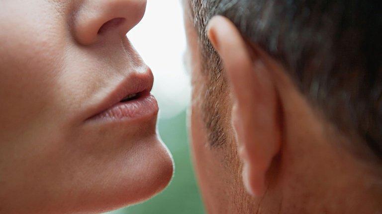 548fc4c28c286_-_rbk-50-easy-ways-to-feel-sexy-whispering-in-ear-s2.jpg