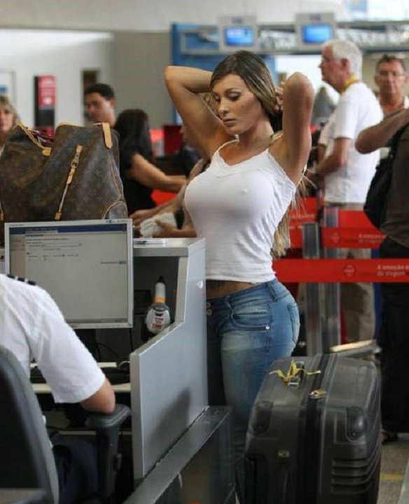 times_when_airport_security_workers_made_it_very_embarrassing_for_some_people_640_15.jpg
