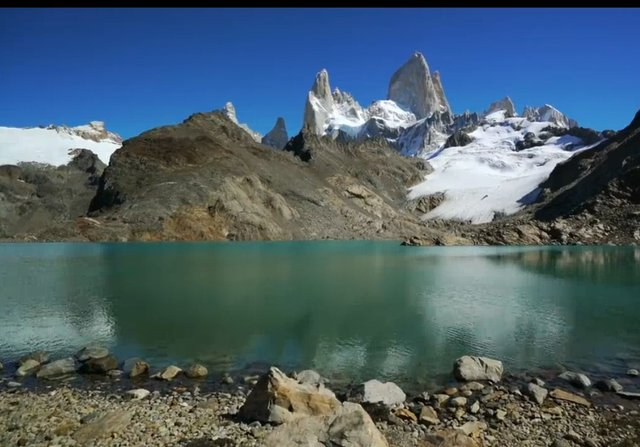 03.-Lago-en-la-cima-El-Chalten.jpg