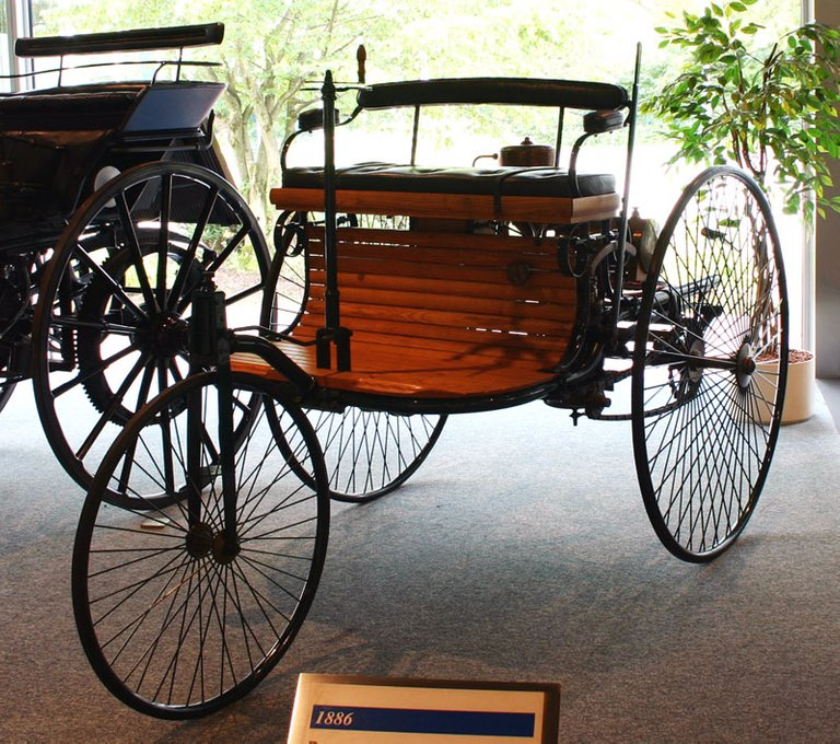 Replica of Benz Patent Motorwagen from 1886 - Source