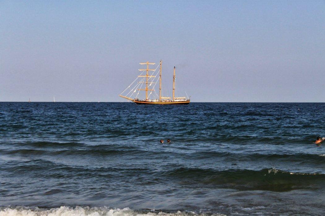 Yacht on the horizon