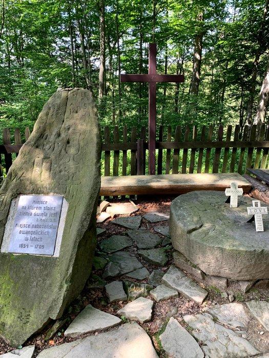 Ołtarz w lesie na zboczu Równicy