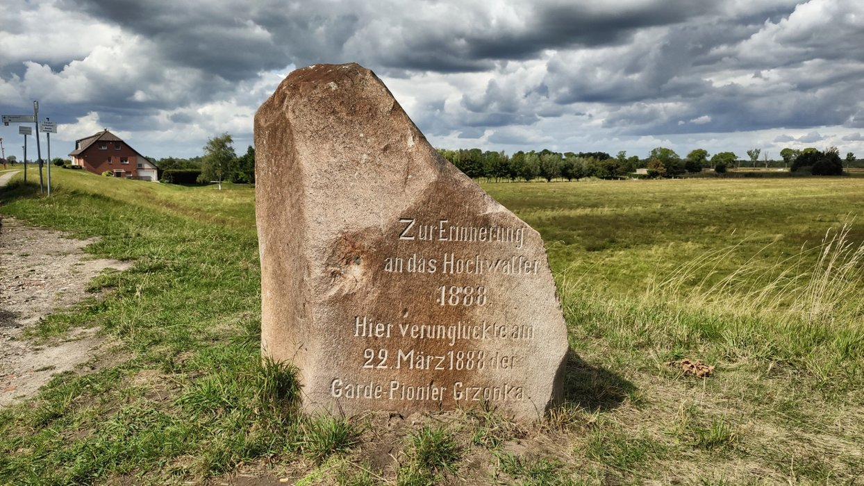 Remember the guard soldier Grzonka, who died at this place at the flood 1888.