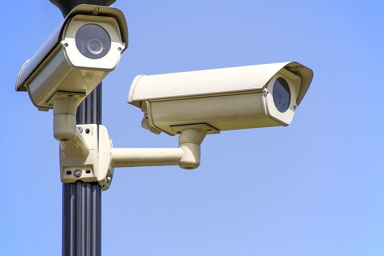 security cameras image from Pixabay