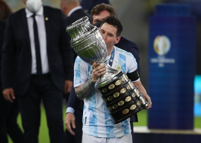 argentina-juara-copa-america-2021-lineker-yakin-lionel-messi-dapat-ballon-dor-lagi-EBp2SWnxy9.jpg