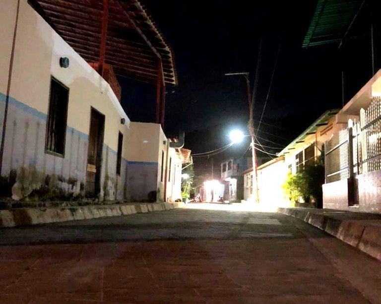 calle noche.jpg
