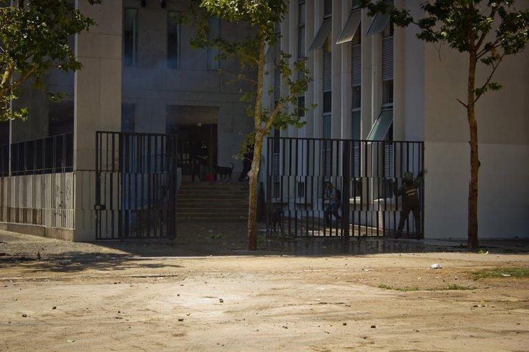 Students clash with carabineros in Santiago 06