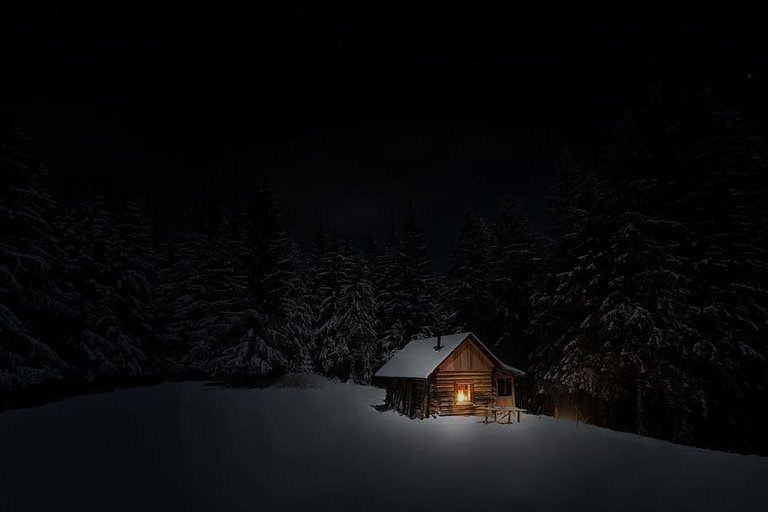 cabinwintersnownight.jpg