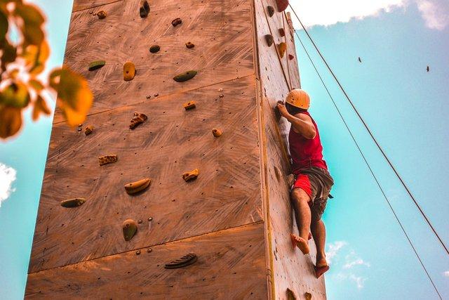 climbing-1139016_1280.jpg