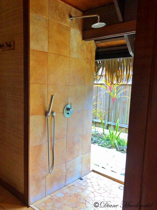 huahine shower2.jpg