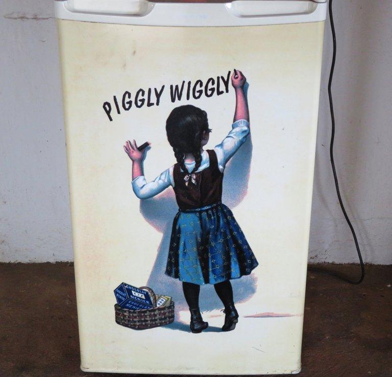 5045-PigglyWiggly.JPG