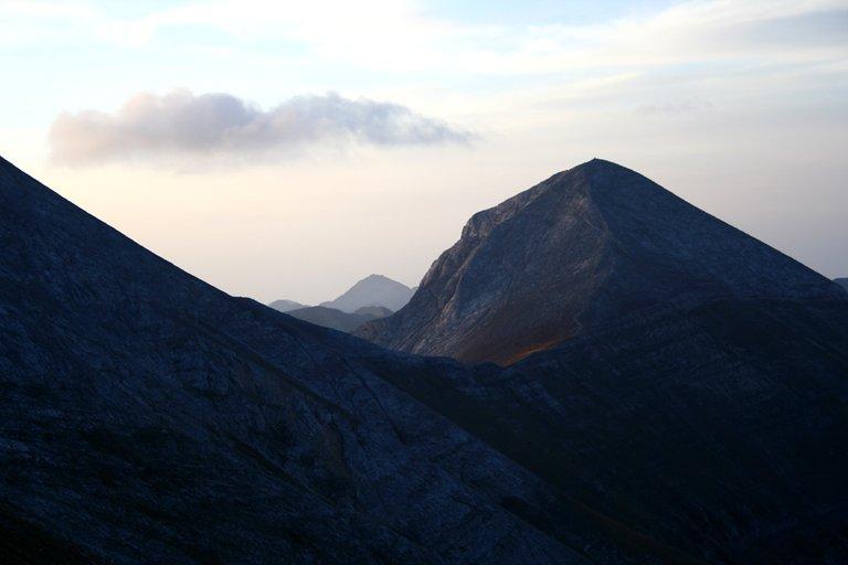 Mountainside_04_s.jpg
