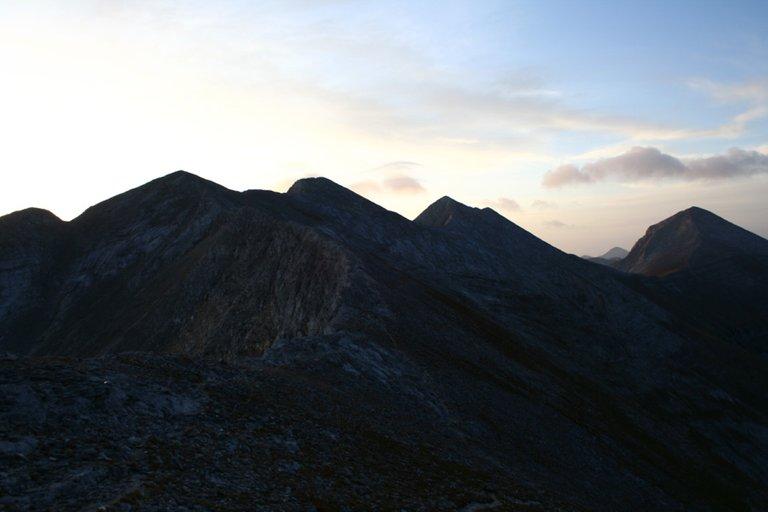 Mountainside_03_s.jpg