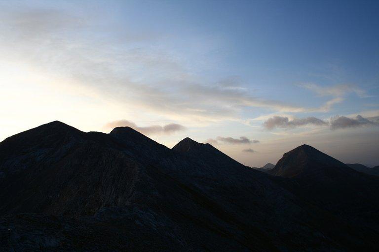 Mountainside_02_s.jpg