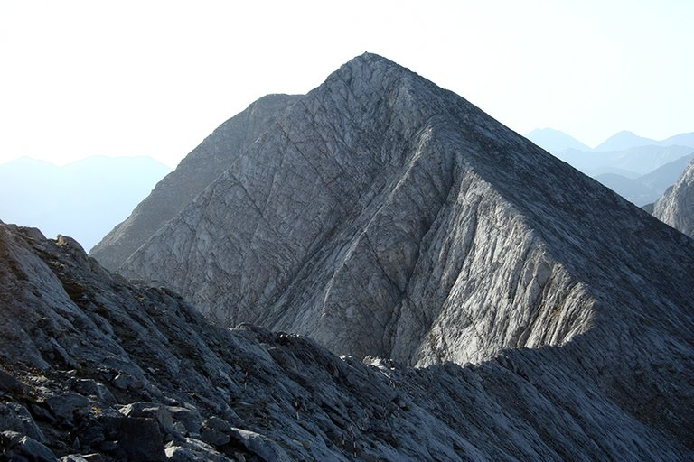 Mountainside_08_s.jpg