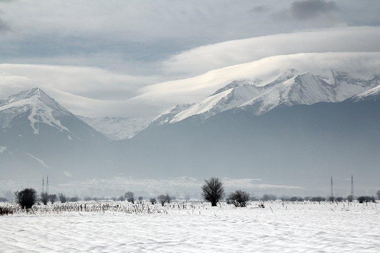 Mountainside_01_s.jpg